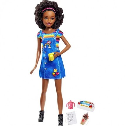 Image of   Barbie Babysitter Skipper Med Regnbuefarvet Kjole