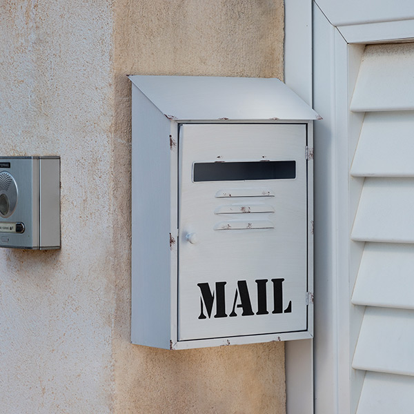 Image of   Mail Metallisk Hvid Postkasse